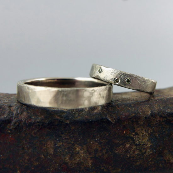 14 ct wit goud, 0.03 ct olive-vvs diamant